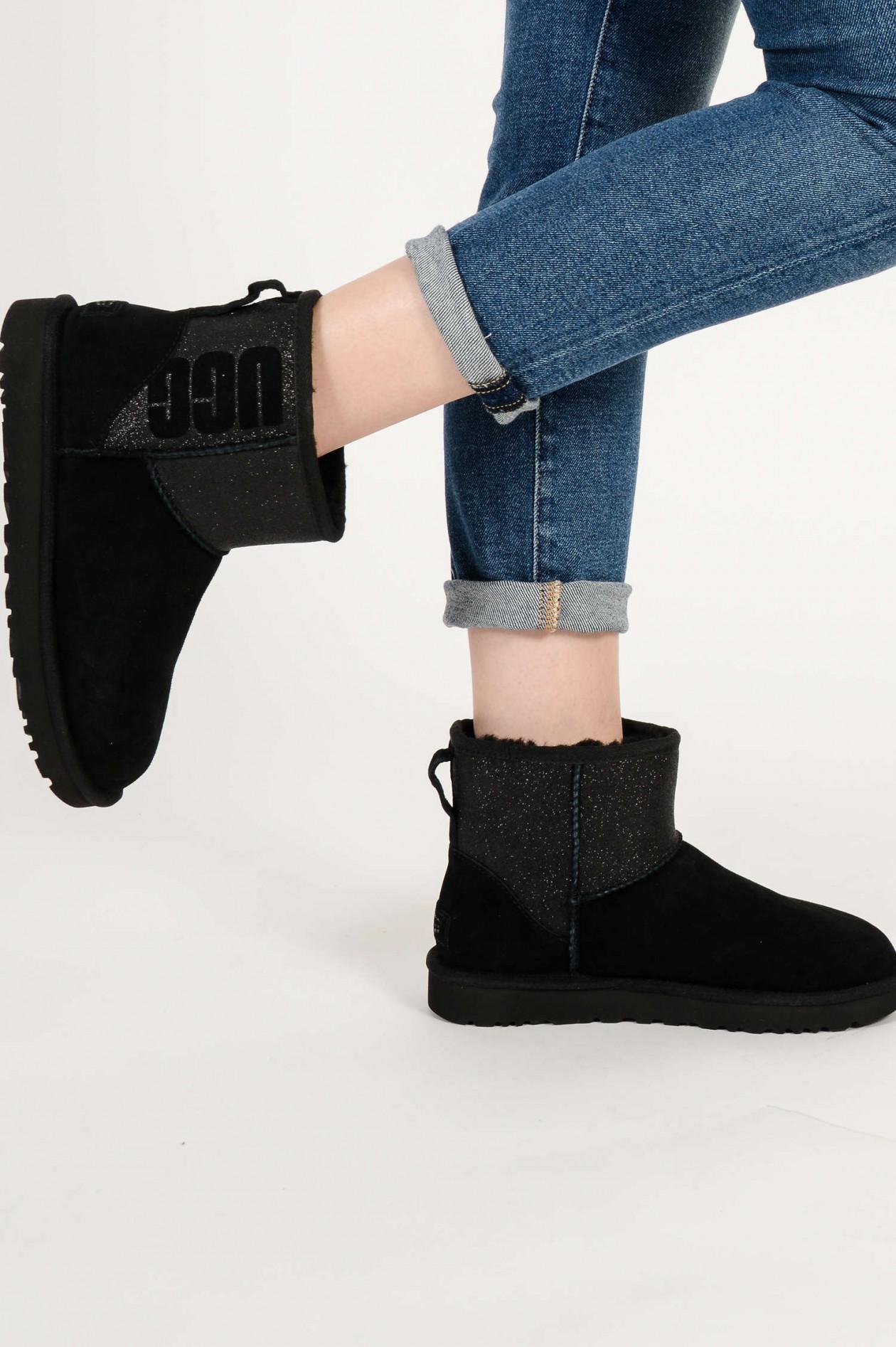 Boots CLASSIC MINI LOGO SPARKLE in Schwarz
