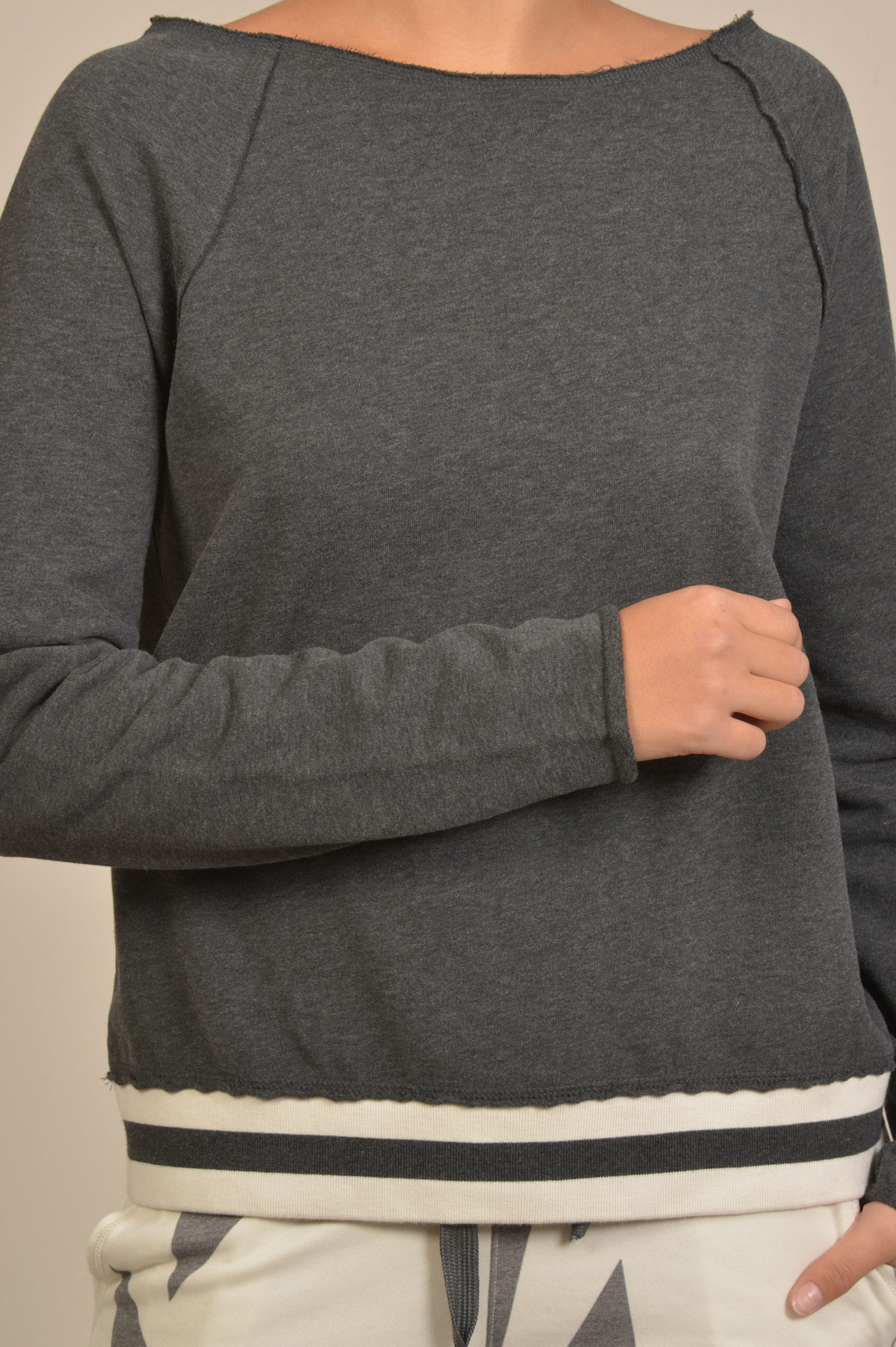 Juvia Sweater mit Streifenbund in WeißRosa   GRUENER.AT