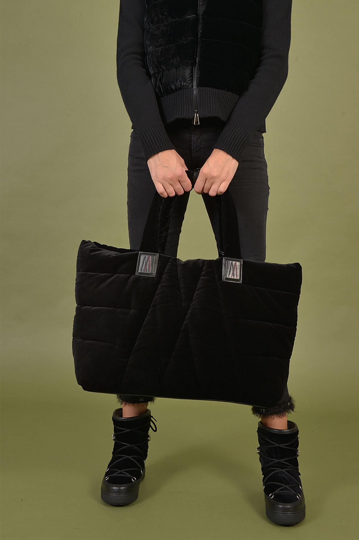 Daunentasche mit Samtoptik in Schwarz