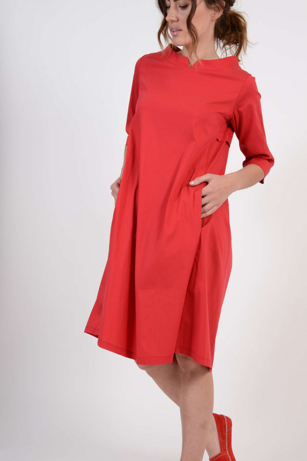 1868 Kleid mit Faltenlegung am Rücken in Rot