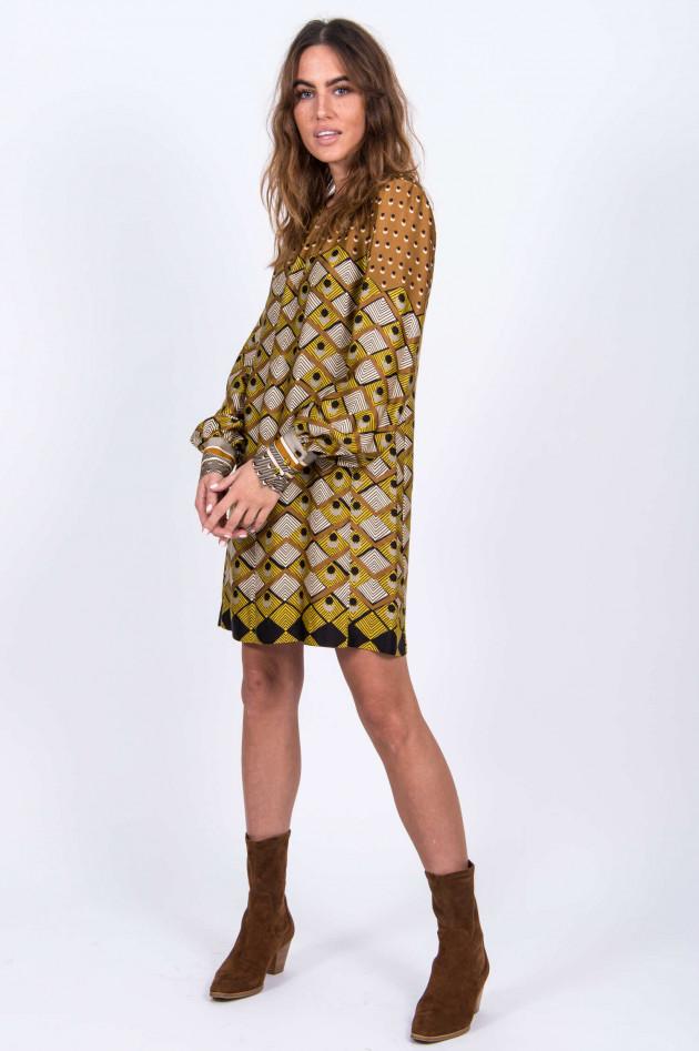Caliban Kleid mit Muster-Print in Camel/Gelb