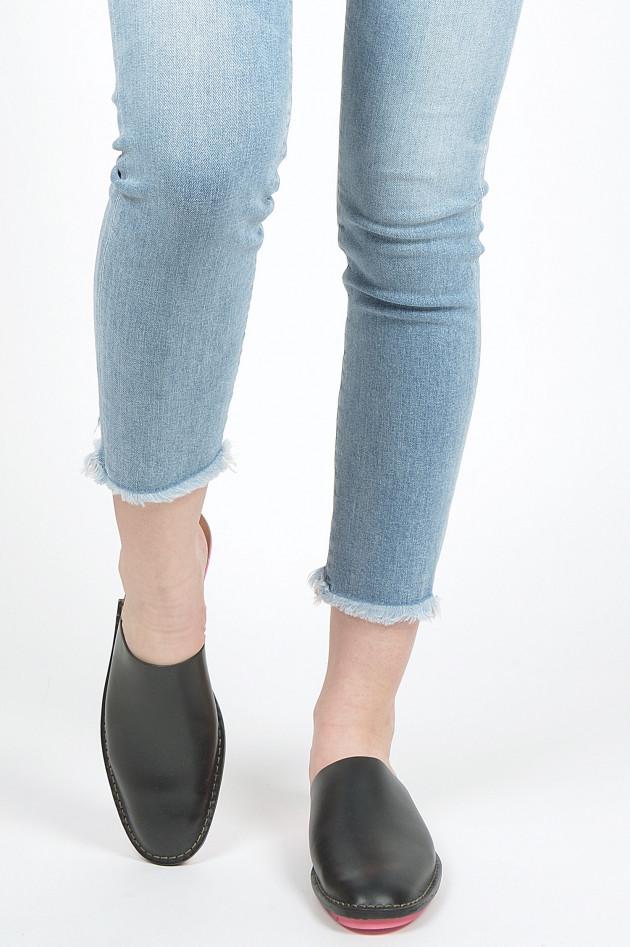 Closed Slippers aus Leder in Schwarz/Pink