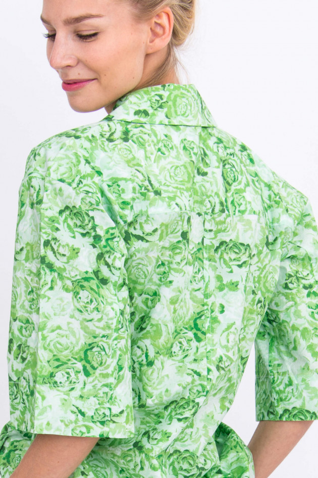 Ganni Wickelbluse in Grün floral gemustert