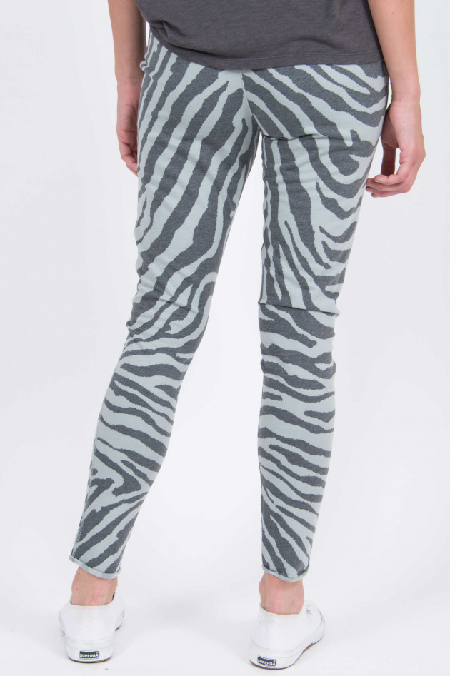 Juvia Sweatpants im Zebra-Design in Salbei/Anthrazit