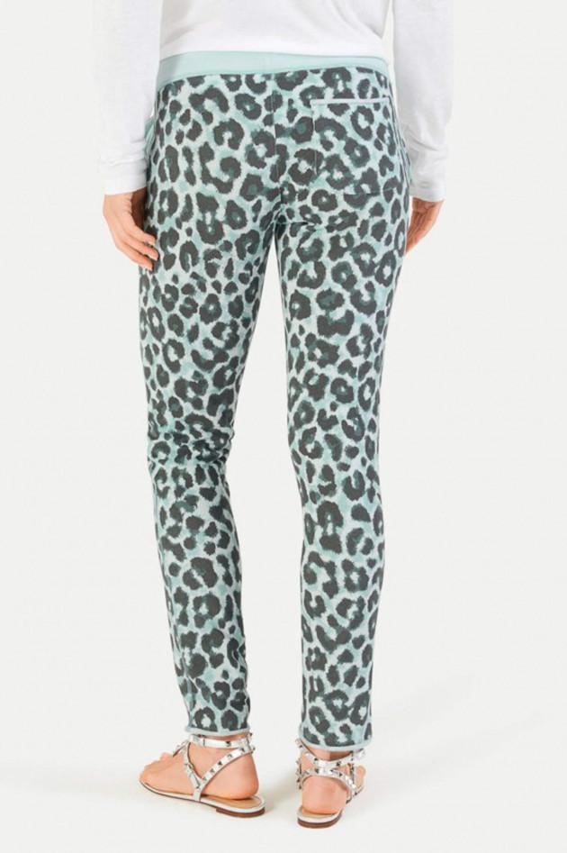Juvia Slim-Fit Sweatpants mit Leopard-Print in Türkis