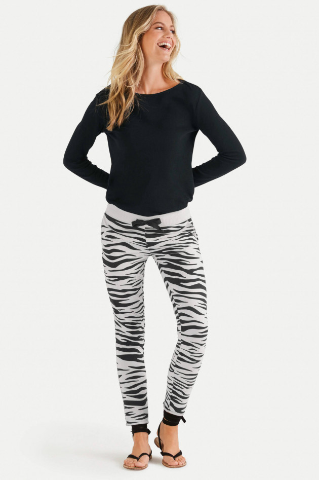 Juvia Sweatpants im Zebra-Design in Hellgrau/Schwarz