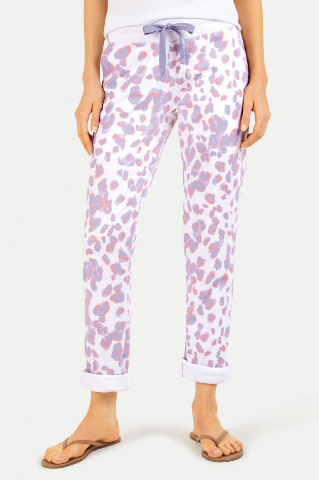 Juvia Sweatpants im Leo-Design in Weiß/Lavendel