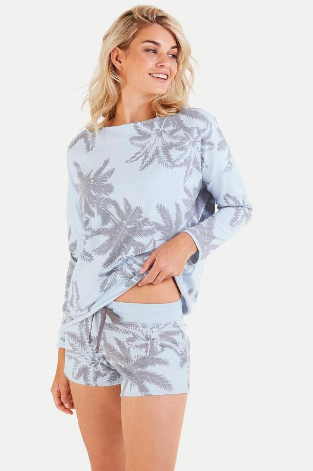 Juvia Shorts mit Palmen-Print in Hellblau