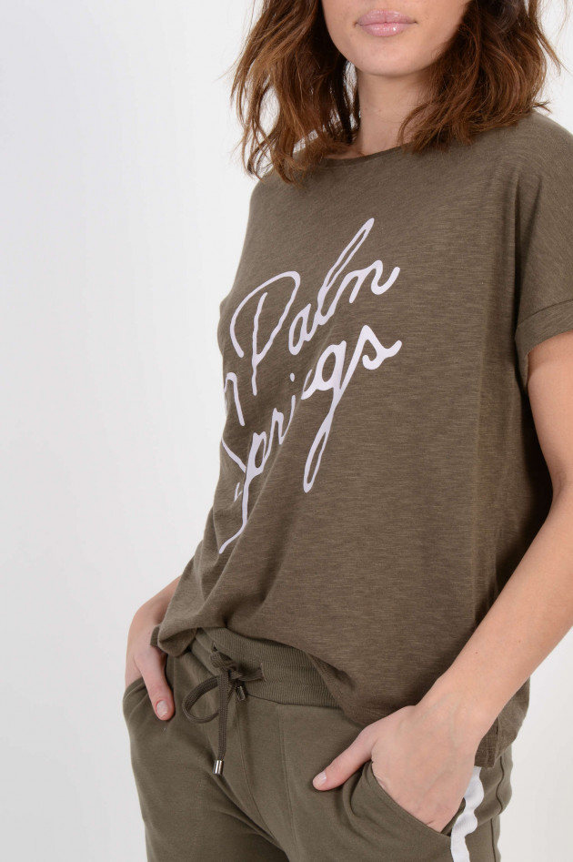 Juvia T-Shirt mit Schriftzug in Oliv