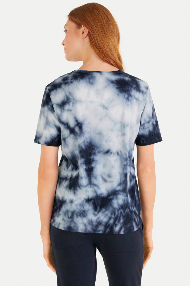 Juvia Relaxed Fit Batik T-Shirt in Navy/Weiß