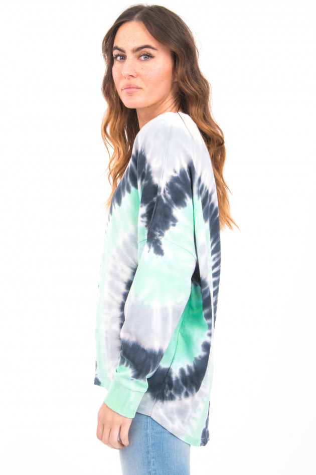 Love Joy Victory Langer Pullover mit Batik-Design in Weiß