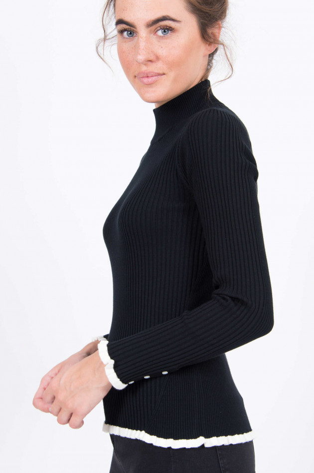 Princess goes Hollywood Rollkragenpullover mit Rüsche in Schwarz