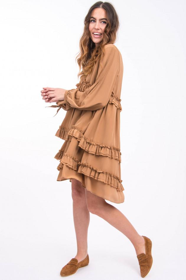 Sly Seidenkleid mit Rüschenbahnen in Trüffel