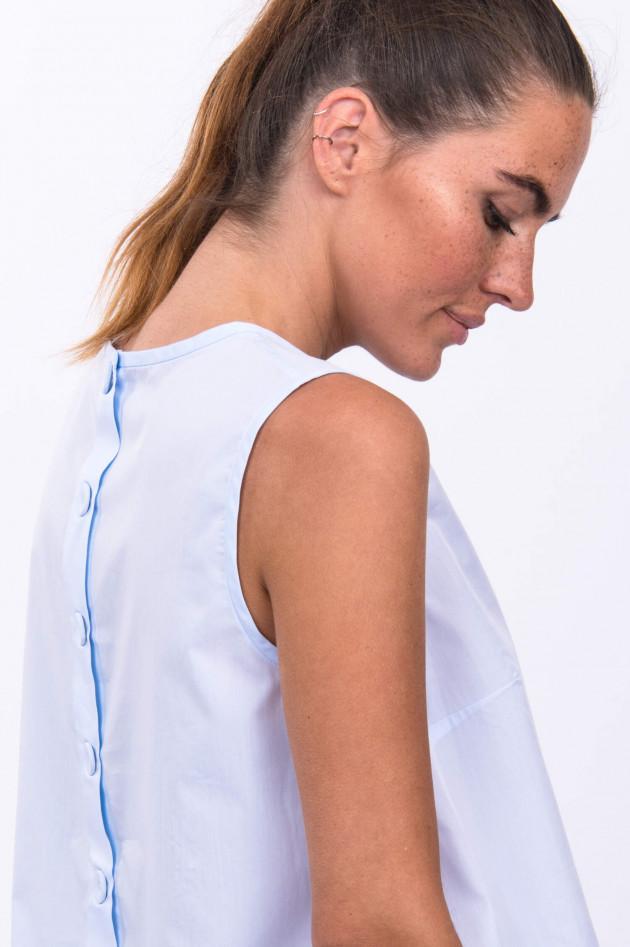 Soluzione Top mit geknöpftem Rücken in Hellblau