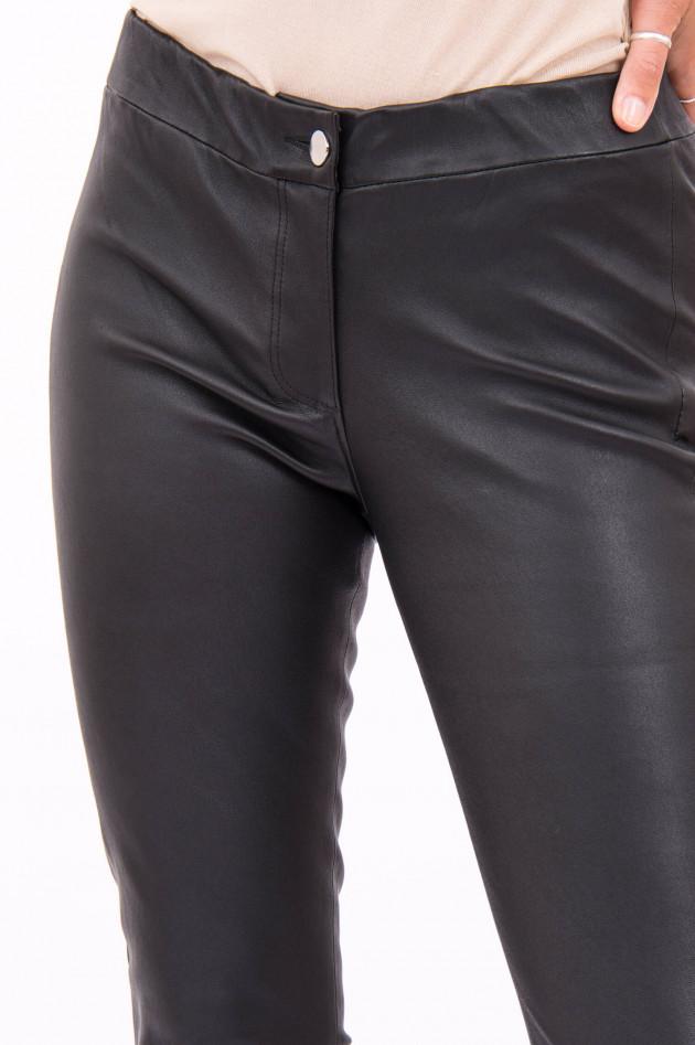 White T Lederhose mit leichtem Kick in Schwarz