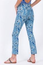 Jeans mit Paisley-Druck in Hellblau/Weiß gemustert