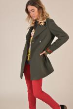 Mantel mit Stickereien und Fellbesatz in Oliv