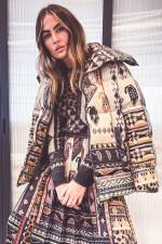 Daunenstepp-Jacke mit Inka-Print in Beige/Schwarz