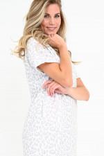 Sweater-Kleid im Leo-Design in Weiß/Grau