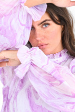 Plisseekleid mit Rüschenkragen in Weiß/Lila