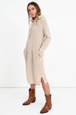 Rippstrick-Kleid mit Kapuze in Beige