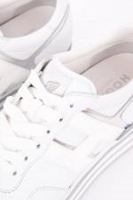 Sneaker mit Metallic-Details in Weiß/Silber