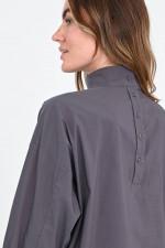 Blusenshirt mit Stehkragen in Grau