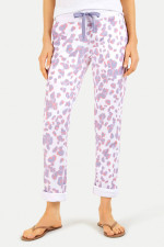 Sweatpants im Leo-Design in Weiß/Lavendel