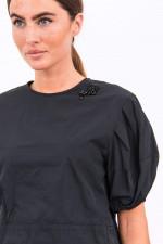Blusenshirt mit Brosche in Schwarz