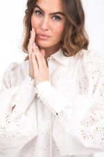 Bluse mit Blumen-Lochstick in Weiß