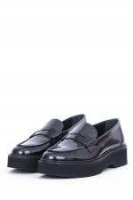 Loafer aus glänzendem Leder in Schwarz