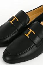 Schmaler Loafer mit Metall-Detail in Schwarz