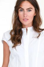 Kurzarm-Bluse mit Ziernähten in Weiß
