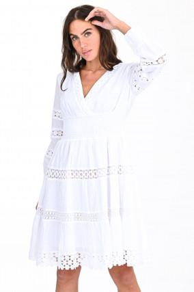 Kleid mit Lochstick in Weiß
