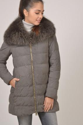 Mantel mit Fuchspelzkragen in Grau