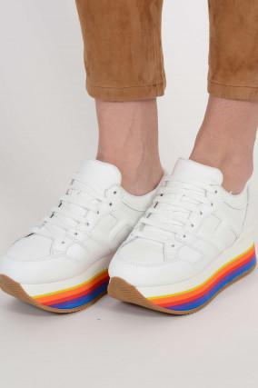Sneakers mit Regenbogen-Plateau in Weiß