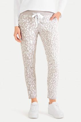 Slim Fit Sweatpants im Leo-Design in Beige/Weiß