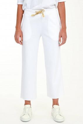 Lockere verkürzte Sweatpants in Weiß