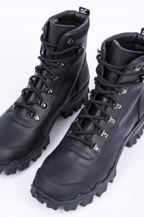Boots HELIS in Schwarz