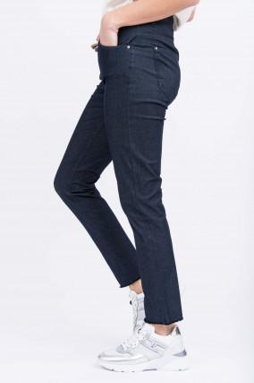 Jeans mit Schmuckanhänger in Midnight