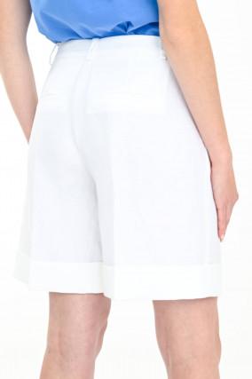 Bermudashorts mit Umschlag in Weiß
