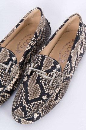 Loafer in Schlangen-Optik in Grau/Schwarz