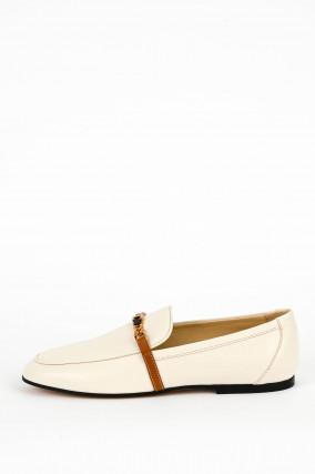 Klassischer Loafer mit Zierkette in Creme