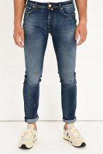 Jeans mit leichtem Used-Look in Mittelblau