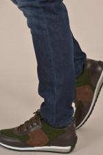 Sneakers aus Leder und Flanell in Oliv