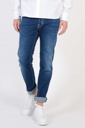 Jeans in Mittelblau