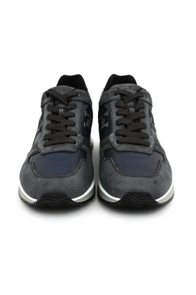 Sneaker in Rauchblau