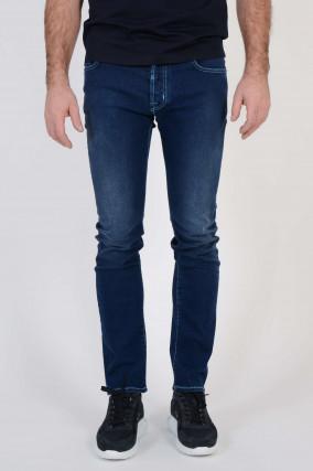 Jeans mit Waschung in Dunkelblau