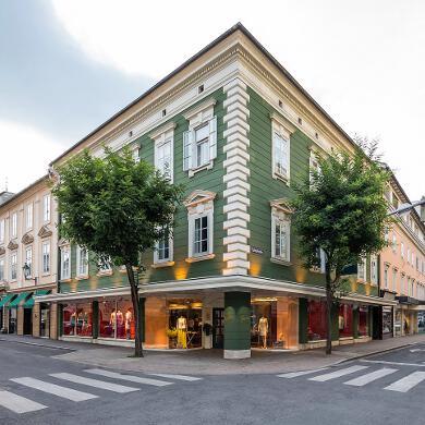 Modehaus Grüner: Store in der Burggasse - Eingang (Bild 1 von 6)