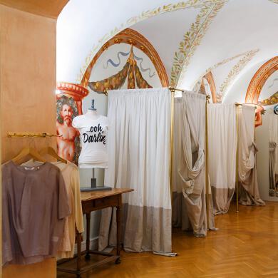 Modehaus Grüner: Store in der Burggasse - Damen - Umkleide (Bild 3 von 6)
